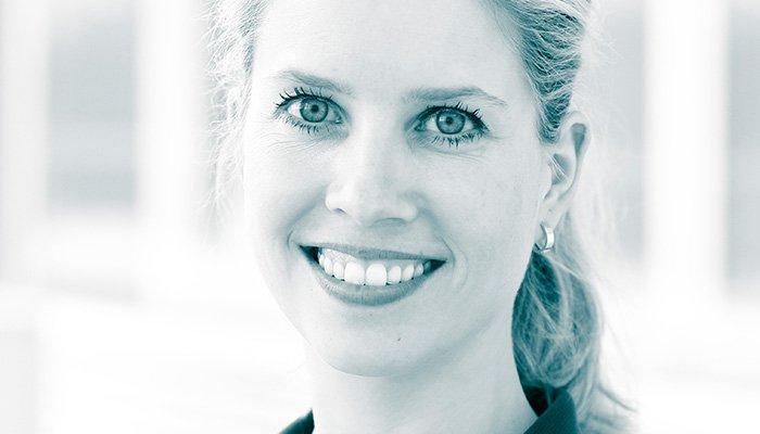 Dr. Luise Bassiri | Zahnarzt Köln PAN Klinik